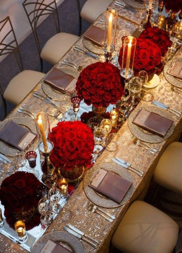 Dining table decor for dinner with a partner on valentine's day 02