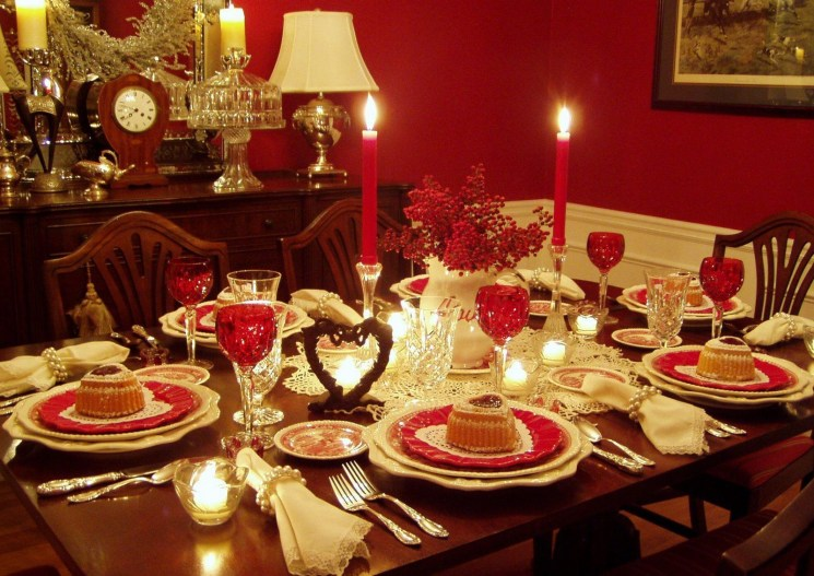 Dining table decor for dinner with a partner on valentine's day 03