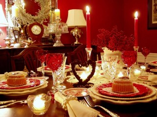 Dining table decor for dinner with a partner on valentine's day 04