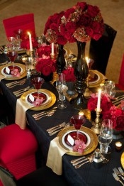 Dining table decor for dinner with a partner on valentine's day 11