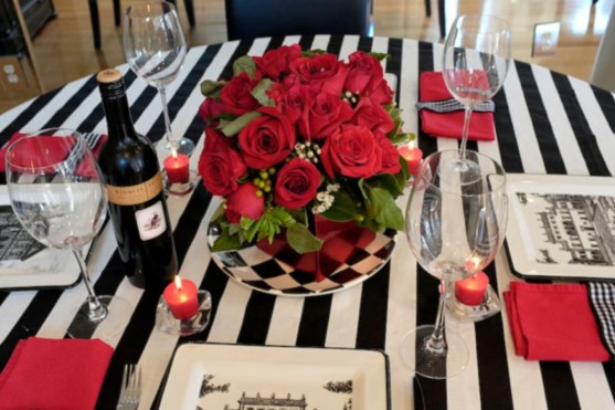 Dining table decor for dinner with a partner on valentine's day 15