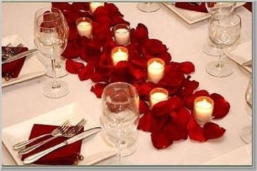 Dining table decor for dinner with a partner on valentine's day 22