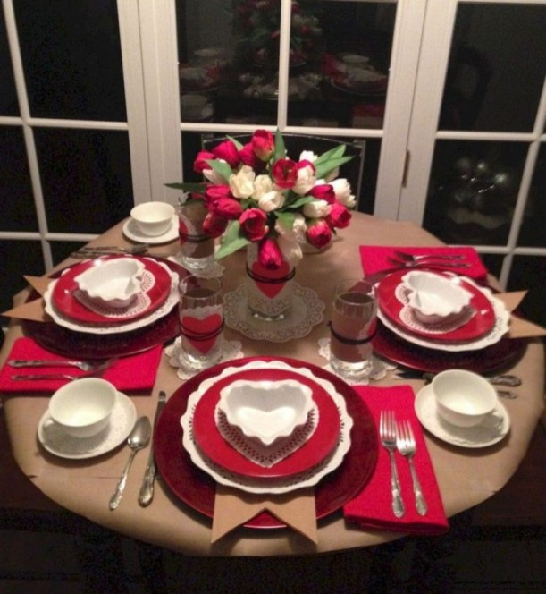 Dining table decor for dinner with a partner on valentine's day 28