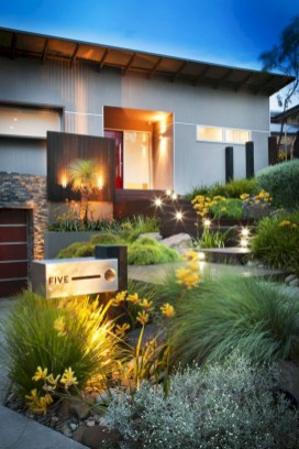 Garden exterior design ideas using grass that make your home more fresh 05