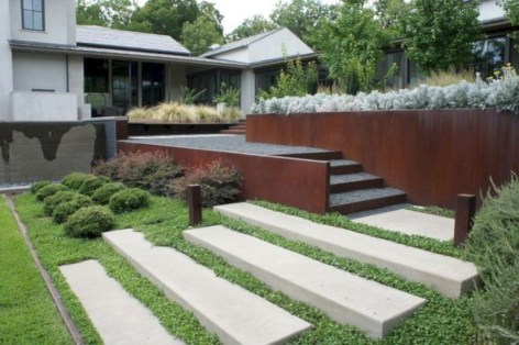 Garden exterior design ideas using grass that make your home more fresh 16