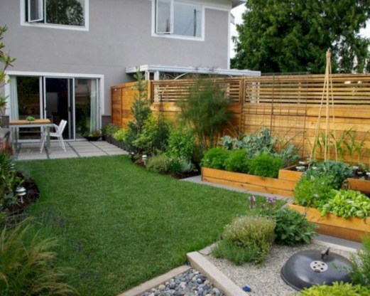 Garden exterior design ideas using grass that make your home more fresh 33