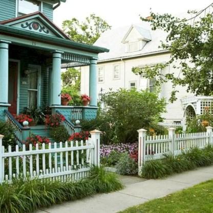Garden exterior design ideas using grass that make your home more fresh 40