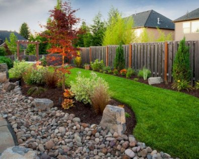 Garden exterior design ideas using grass that make your home more fresh 42