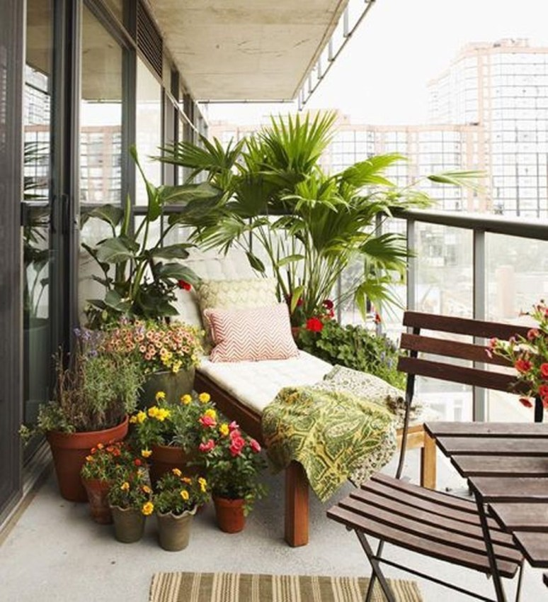 Beauty view design ideas for balcony apartment that make you cozy 24