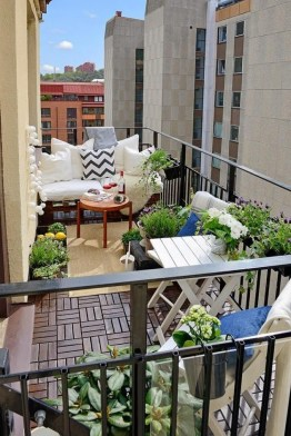 Beauty view design ideas for balcony apartment that make you cozy 33