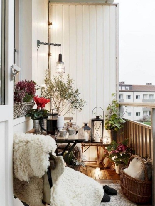 Beauty view design ideas for balcony apartment that make you cozy 43