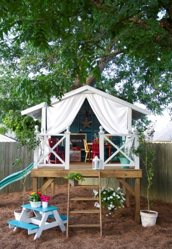 Decorate-or-build-a-tree-house