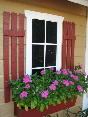 Exterior decoration ideas with flower in window 36