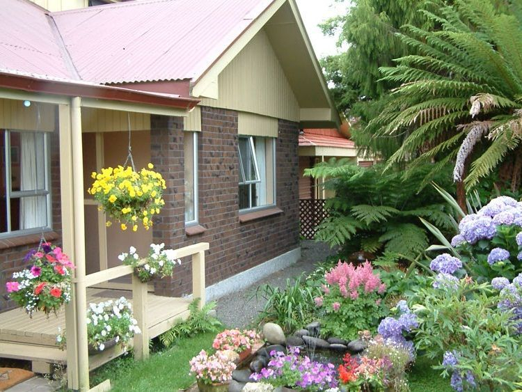 Modern&minimalist frontyard desgin ideas 17
