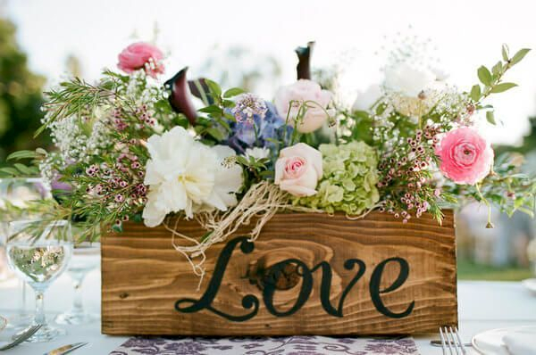 Inspiring wooden box ideas for flower that you can try 11