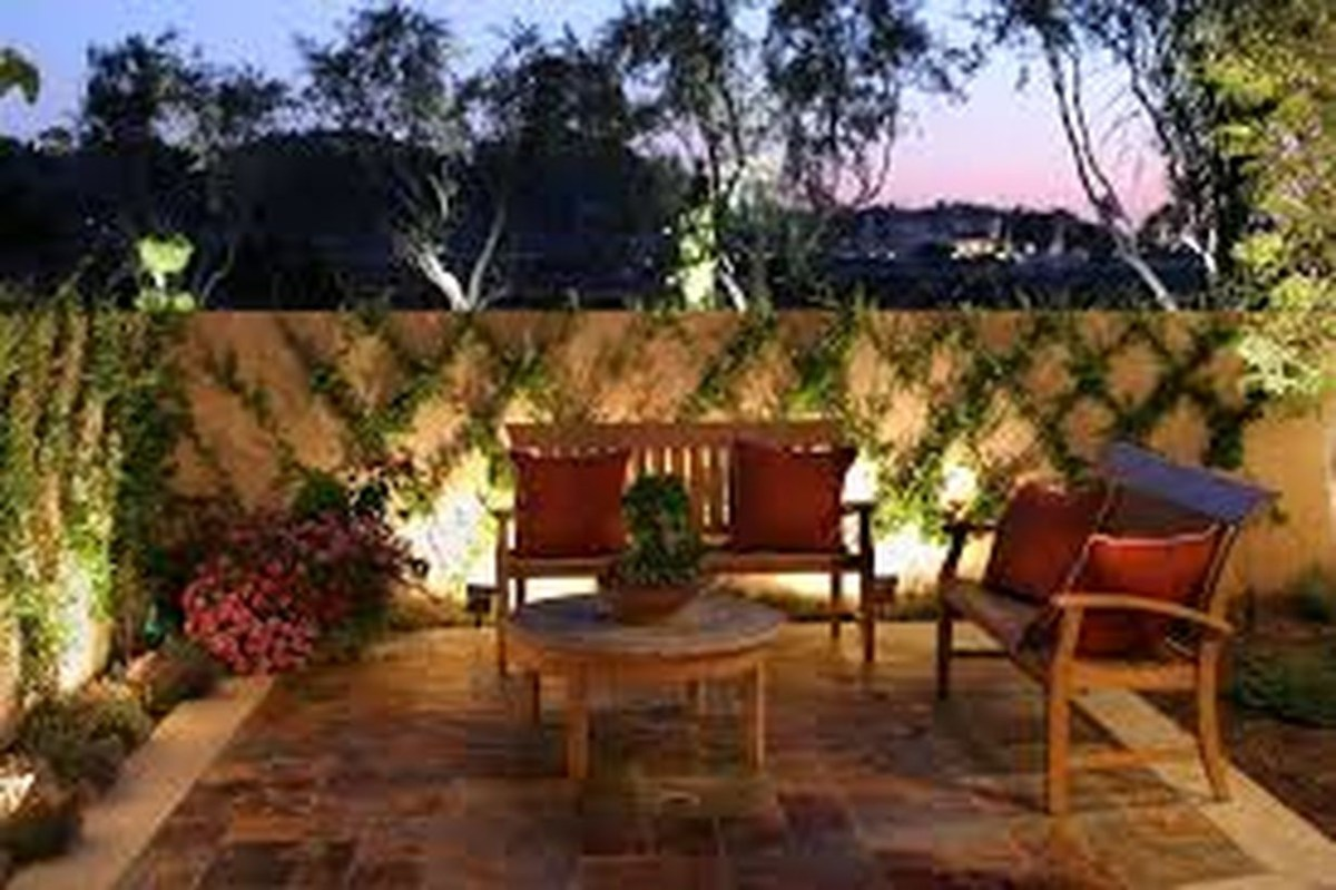 Adorable front yard lighting ideas for your summer night vibe 27