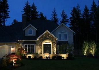 Adorable front yard lighting ideas for your summer night vibe 33