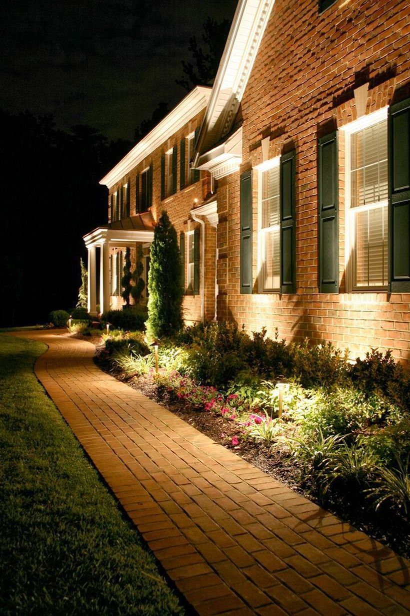 Adorable front yard lighting ideas for your summer night vibe 42