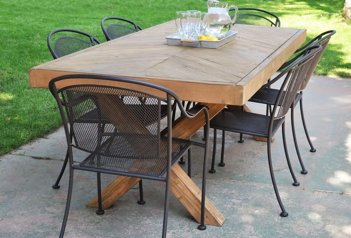 Diy outdoor dining table to complete your summer garden furniture