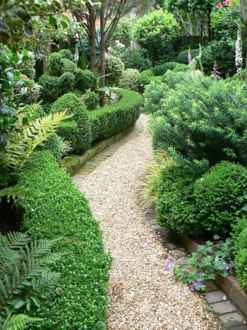 On budget garden walk path ideas for an easy movement around the garden 03