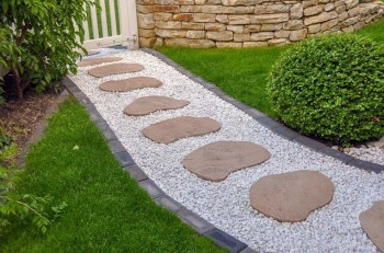 On budget garden walk path ideas for an easy movement around the garden 23