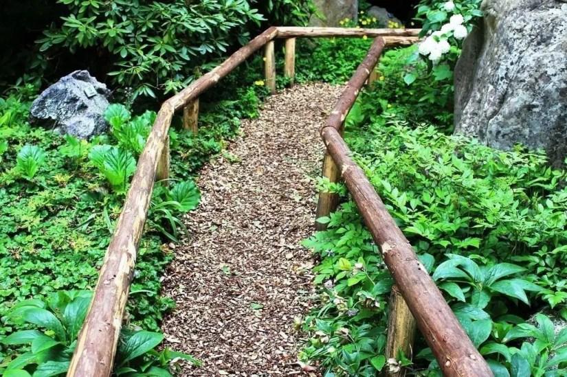 On budget garden walk path ideas for an easy movement around the garden 31