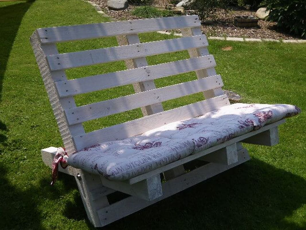 Outdoor furniture ideas with a diy bench that made of wood to make cozy summer garden