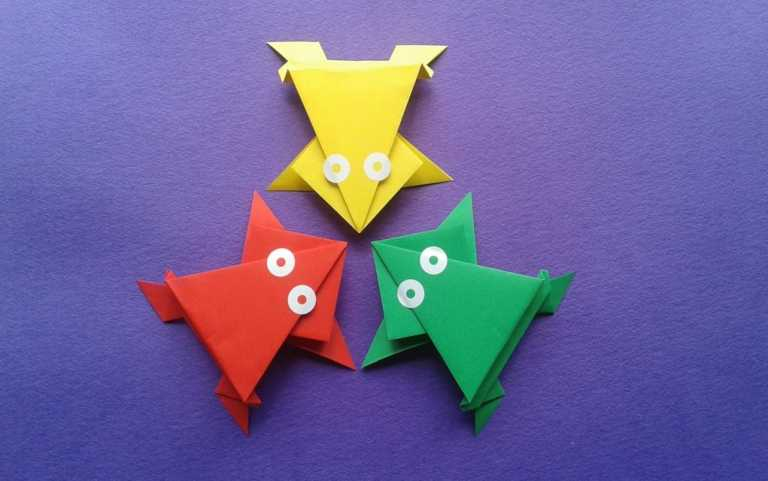 Stunning but easy paper craft ideas for kids with frog shape, red, yellow, and green color
