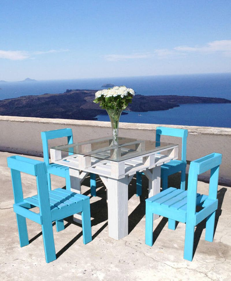 Terrace outdoor dining set with flower decoration to complete an awesome garden in this summer