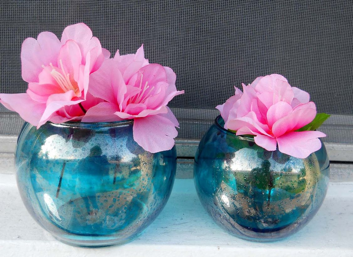 Diy glass flower vase with round shape, blue color