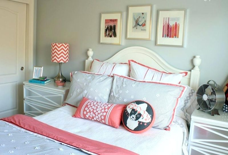 An amazing bedroom design with frame wall art to beautify teen girl bedroom
