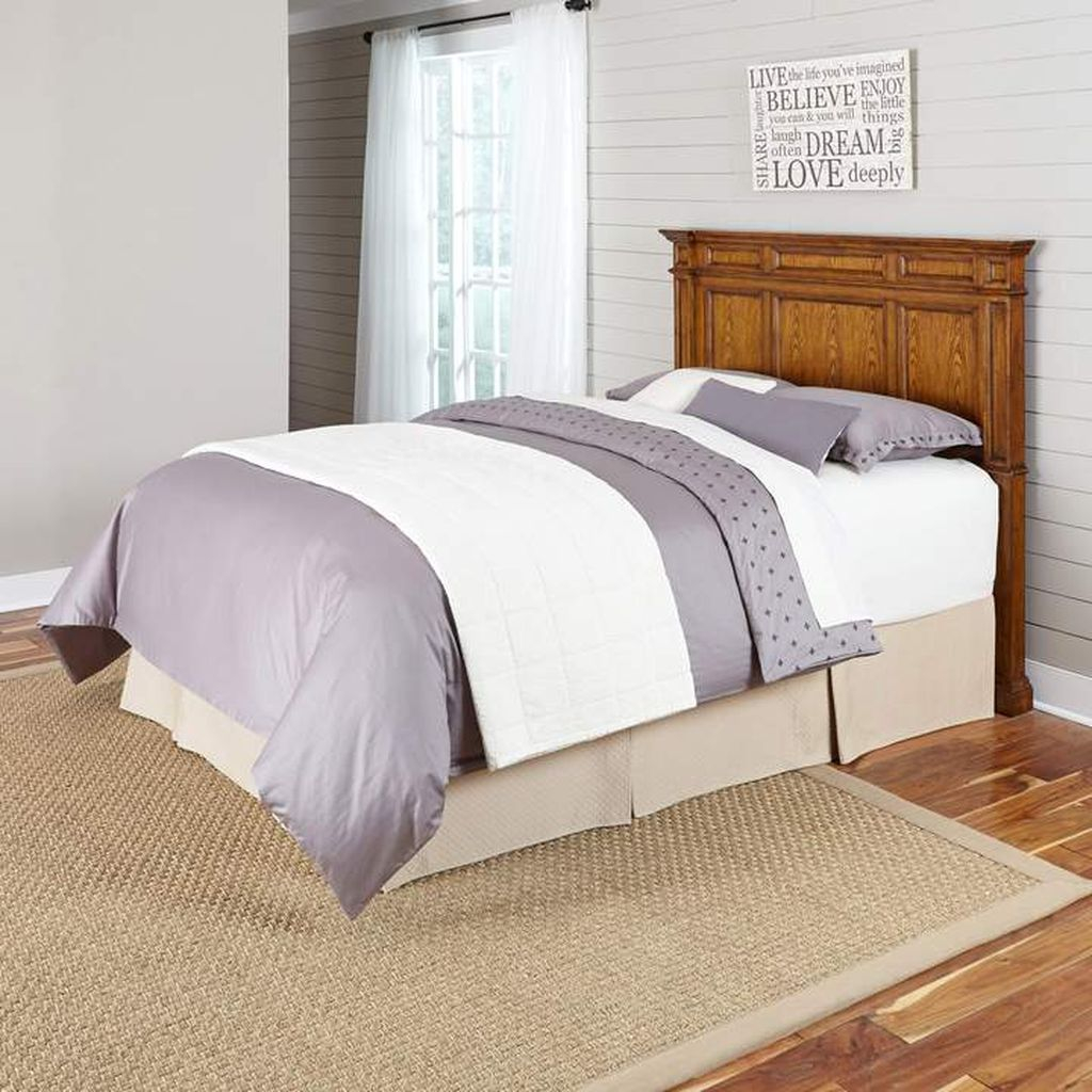 An amazing bedroom desogn with wooden headboard