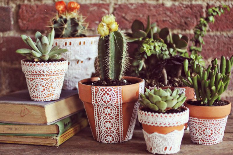 An amazing lace-adorned terracotta plant pots to perfect your garden