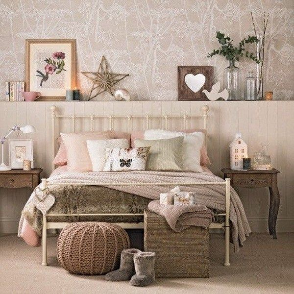 An amazing tropical wallpaper combined with some wooden elements, the handmade branch star, the wooden decorative frame to beautify your bedroom design