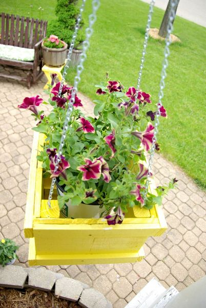 Beautiful painted wood diy hanging planter with purple flowers to perfect your garden
