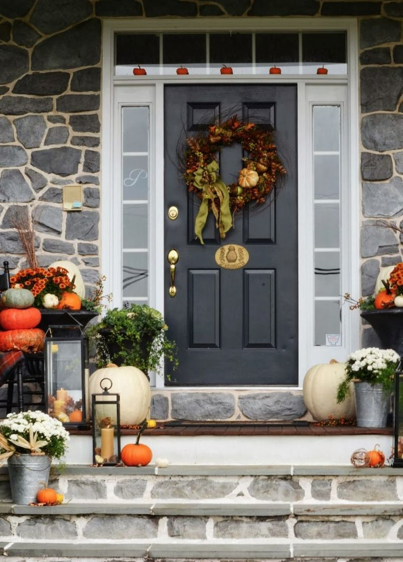 Cozy porch decoration ideas to match any home styles this fall 03