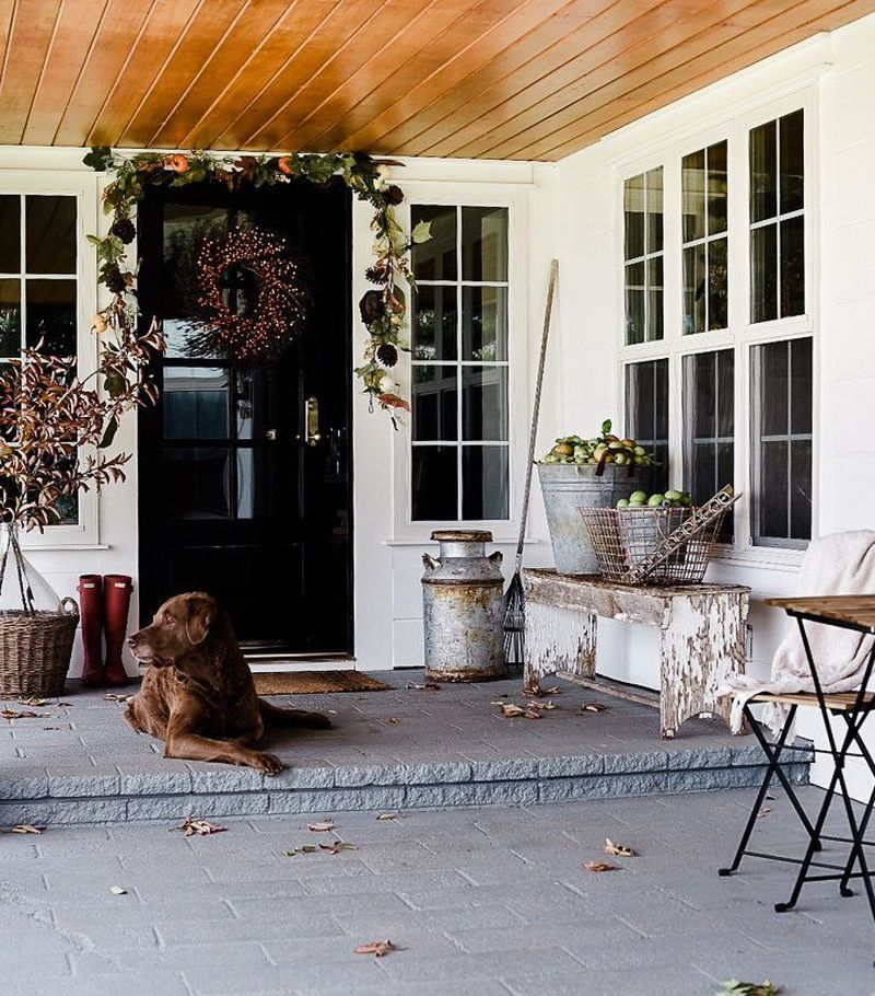 Cozy porch decoration ideas to match any home styles this fall 04
