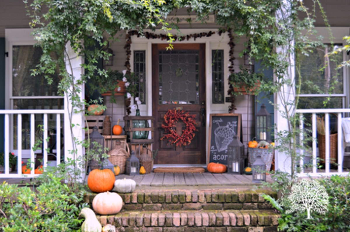Cozy porch decoration ideas to match any home styles this fall 16