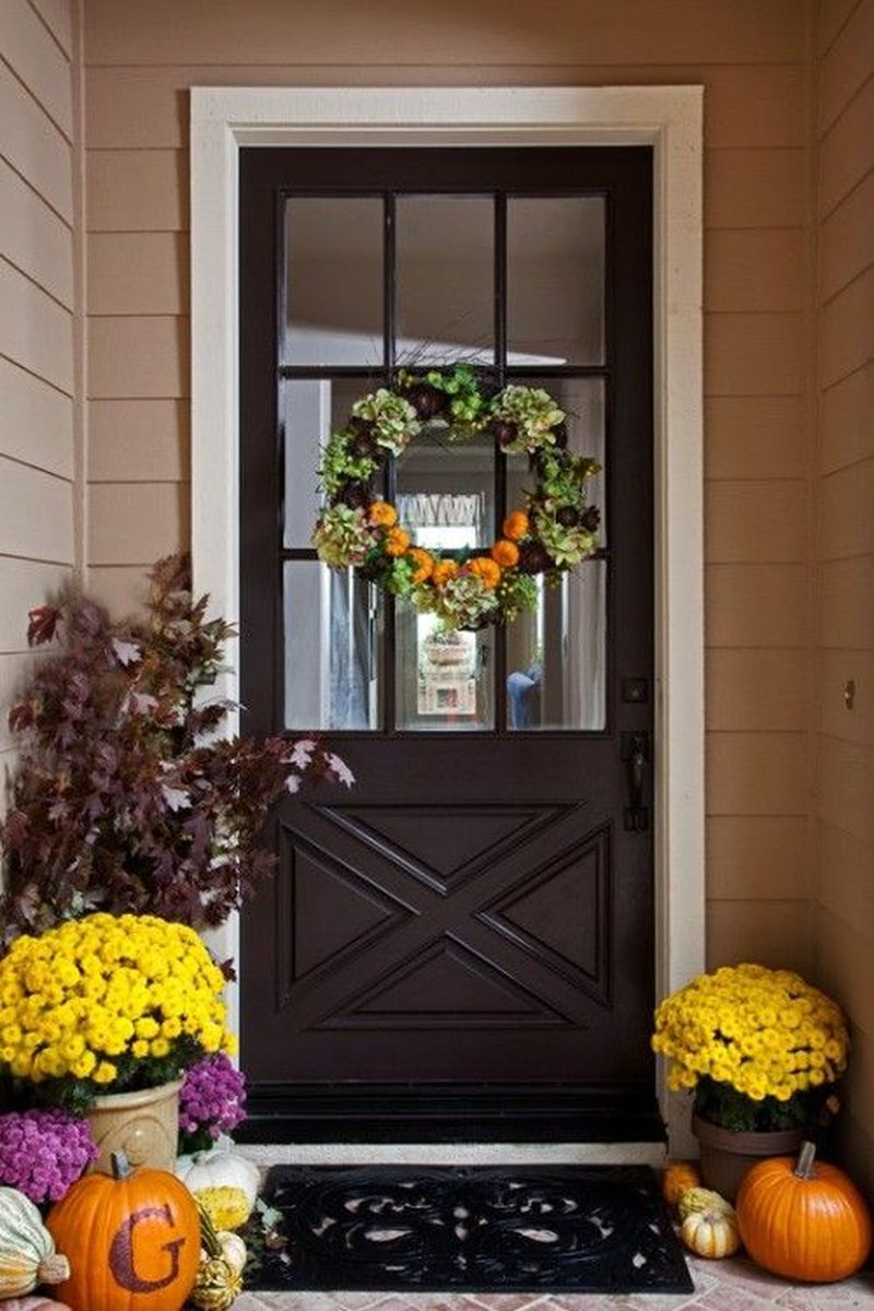 Cozy porch decoration ideas to match any home styles this fall 17