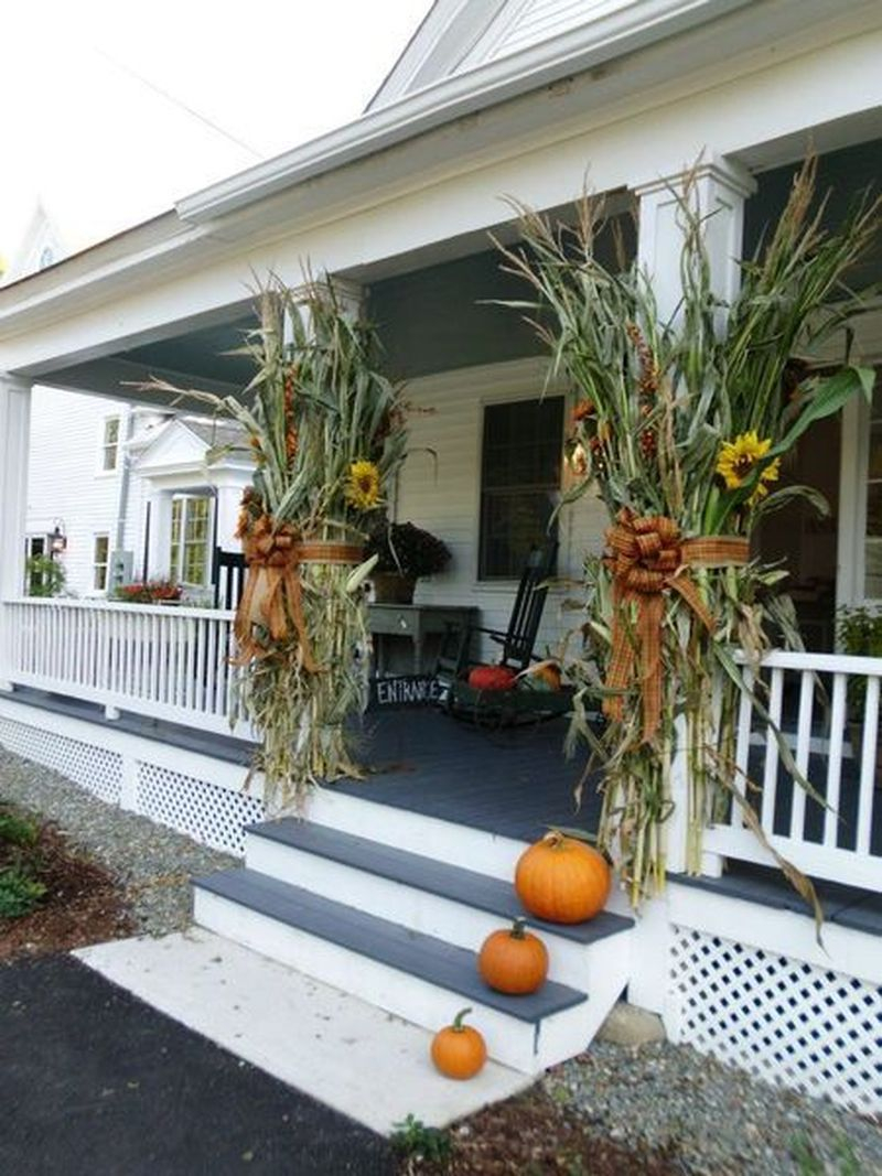 Cozy porch decoration ideas to match any home styles this fall 29