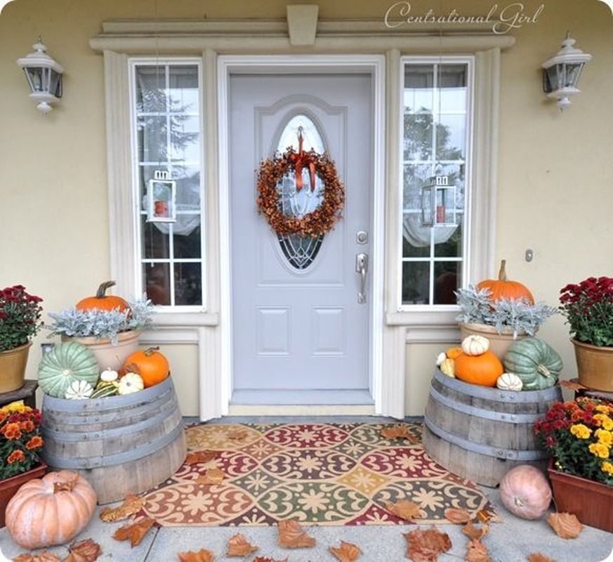 Cozy porch decoration ideas to match any home styles this fall 31