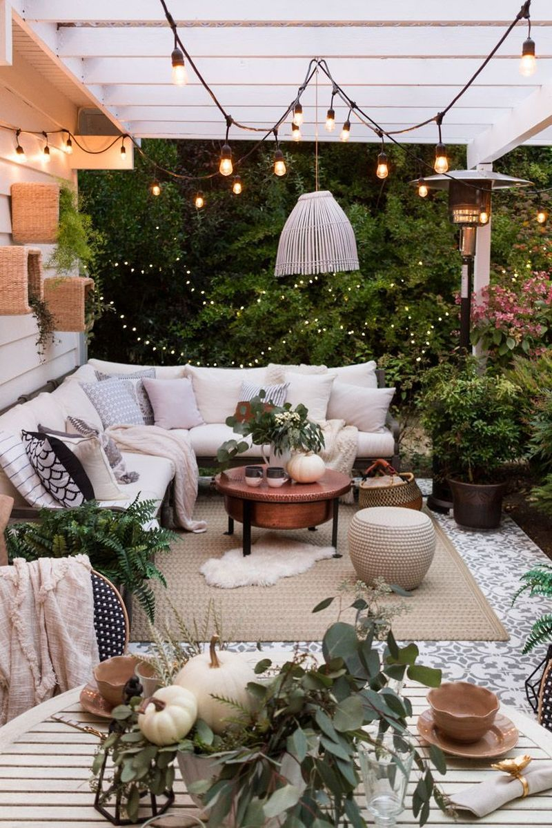 Cozy porch decoration ideas to match any home styles this fall 33