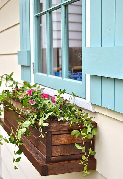 Creative homemade wood window flower box to inspire your decoration