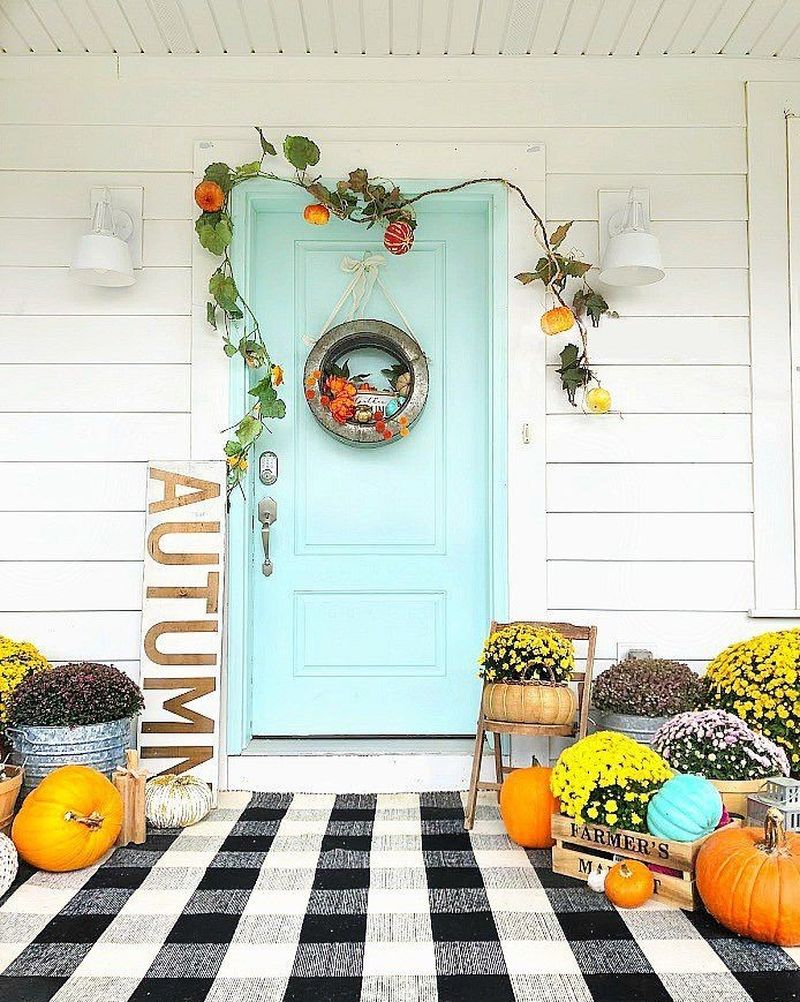 Creative outdoor decoration for fall combine with the black and white plaid rug, the rustic galvanized wreath for beautiful color contrast