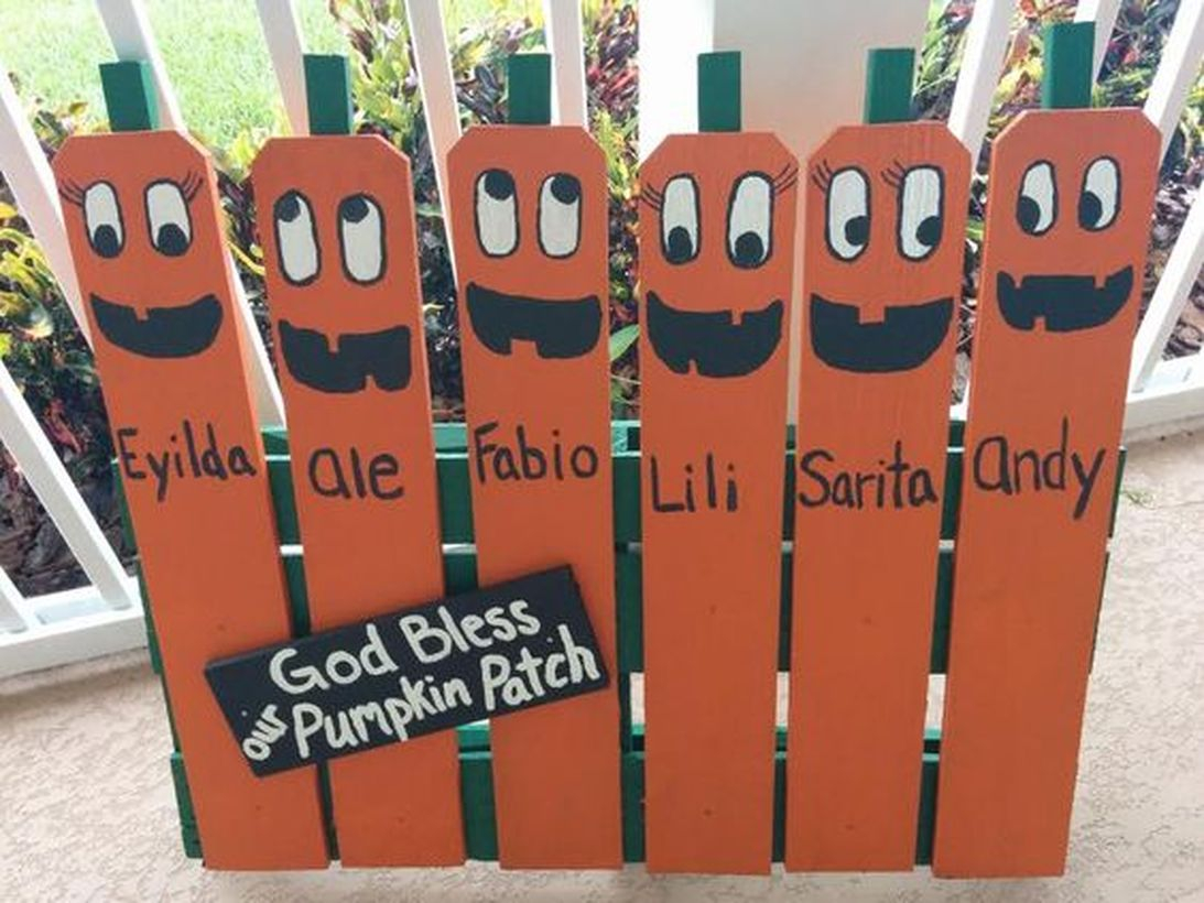 Diy pallet board with painting pumpkin patch