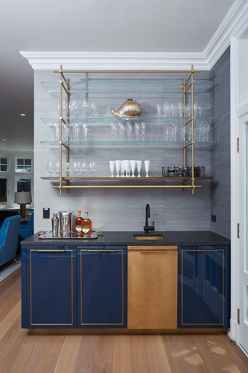 Gloss lacquer bar