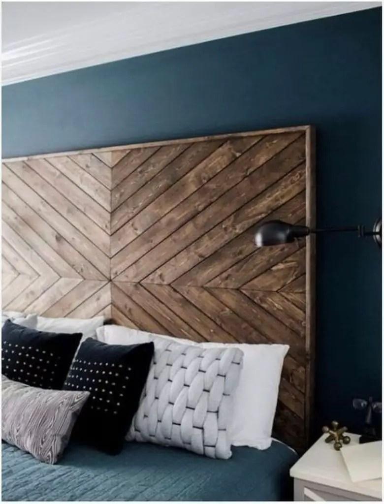 Gorgeous wooden pallet headboard