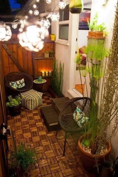 Minimalist porch with an amazing lighting