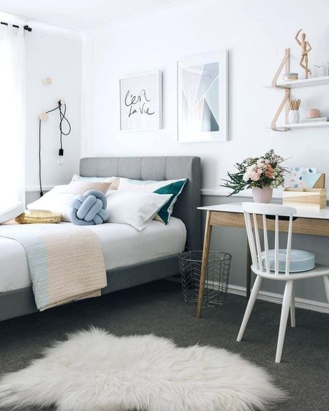 Modern bedroom decoration combined with flowers decoration on the table to complete your teen girl bedroom