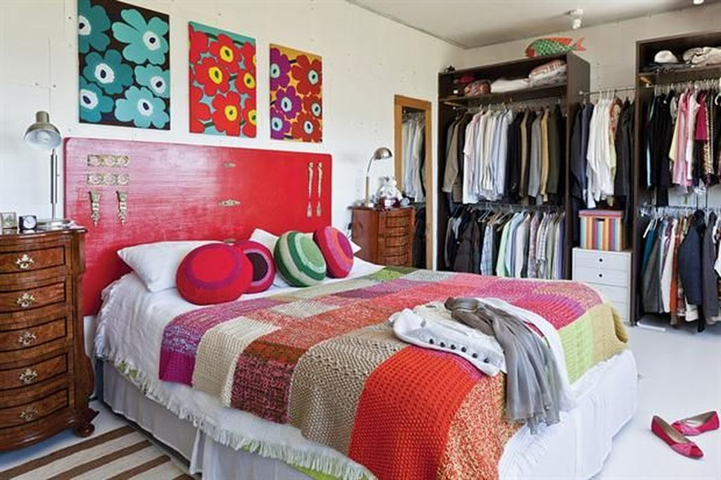 Red headboard to perfect your bedroom